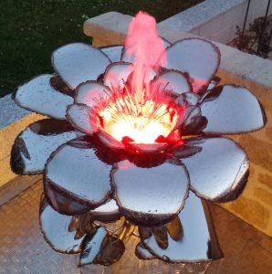 Metallkunst Blüte auf Stiel