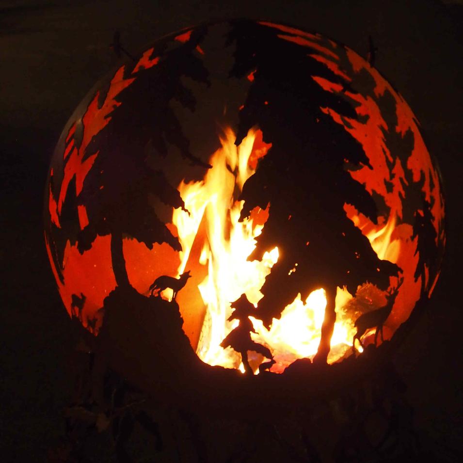 Metallkunst Feuerkugel Waldszene