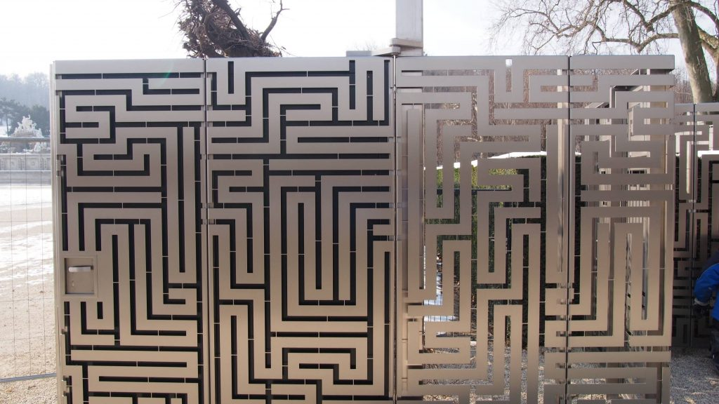 Maze Mauer